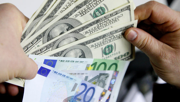 Доллар и евро снова выросли