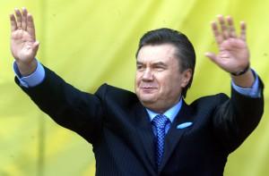 Янукович скрывается в России - источник