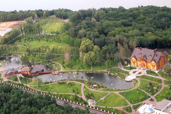 В резиденции Януковича нашли документы о милионных растратах и взятках