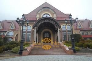 Карпатская резиденция Януковича стала доступна для экскурсий