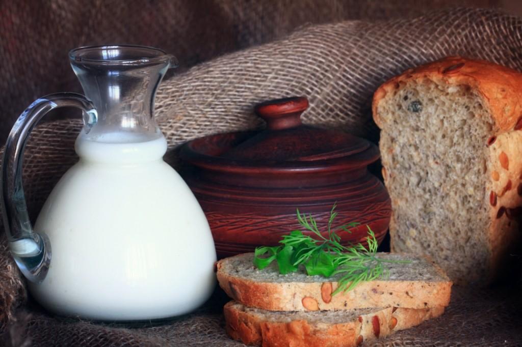 На хлебе и молоке