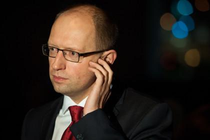 Яценюк: Конфликт с РФ перешел в военную стадию