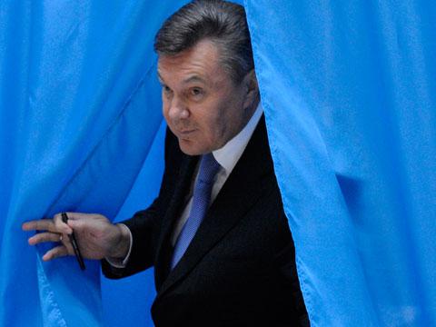 Виктора Януковича обьявили в розыск