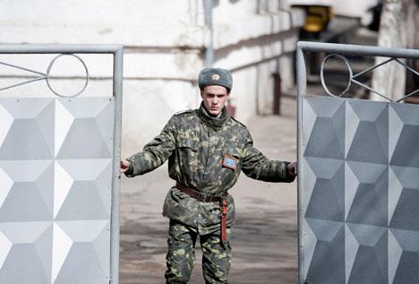 В Симферополе произошел штурм воинской части ВВ МВД
