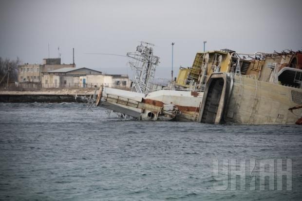 Российские военные затопили четвертый корабль в Крыму