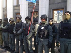 Возле Верховной Рады усилена охрана от провокаторов