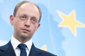 Яценюк поручил создать базу данных для крымских переселенцев