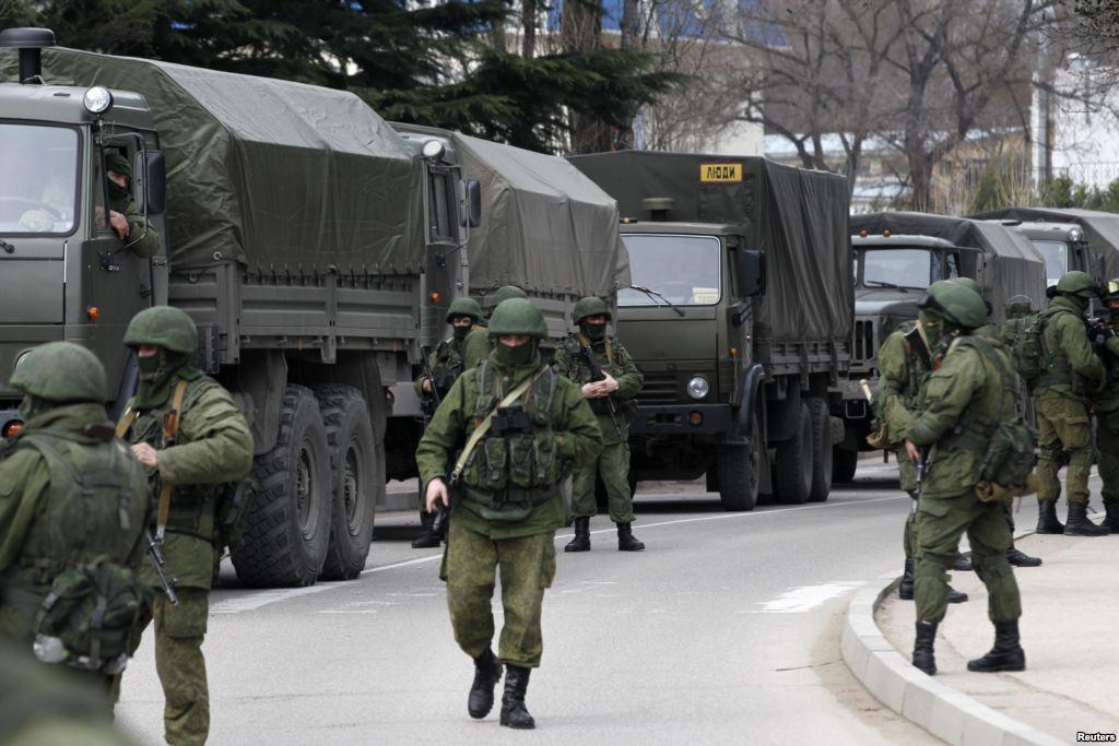 Российские военные усилили блокирование и роют окопы