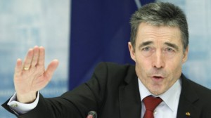ГЕНСЕК НАТО ПРИЗЫВАЕТ РОССИЮ СНИЗИТЬ НАПРЯЖЕНИЕ И ОТВЕСТИ ВОЙСКА