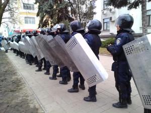 К захваченной ЛОГА стягивается милиция