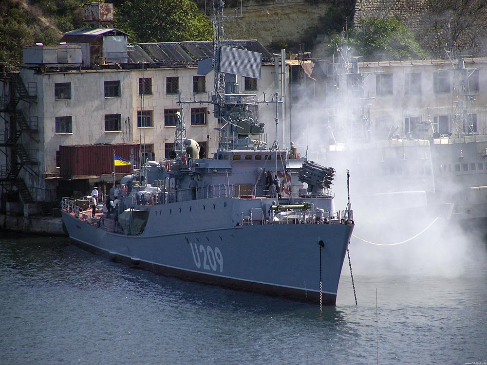 Украинские корабли пытаются вырваться из западни