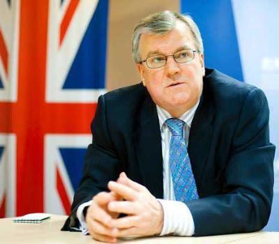 Британия продолжает угрожать России санкциями