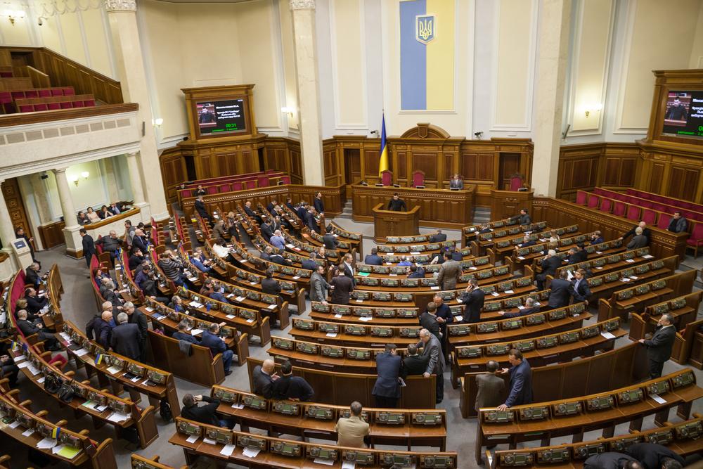 Депутаты отменили себе летние каникулы
