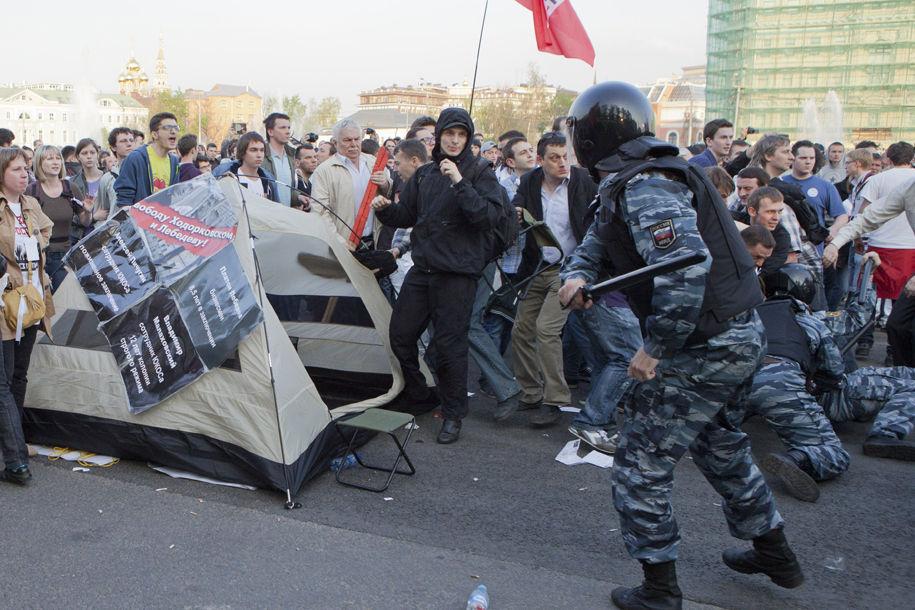 В Москве митингующих задержали за транспаранты