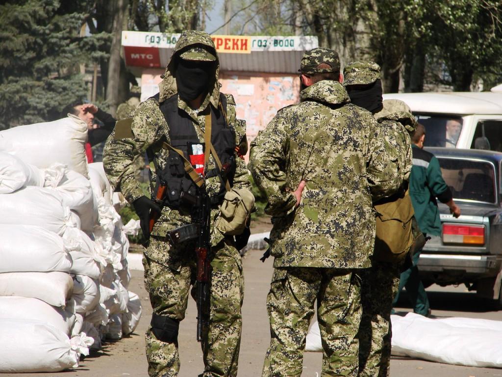 В Донецке захватили таможню и налоговую