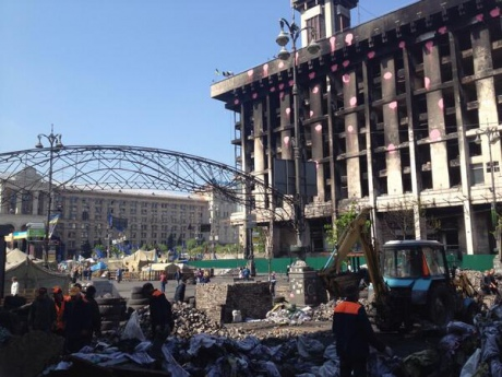На Майдане начали генеральную уборку
