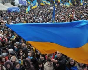Около 2000 человек митингуют за единство Украины в Донецке