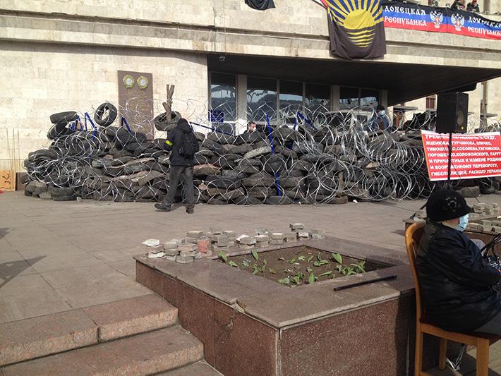 Донецкие сепаратисты продолжают держать оборону возле ОГА
