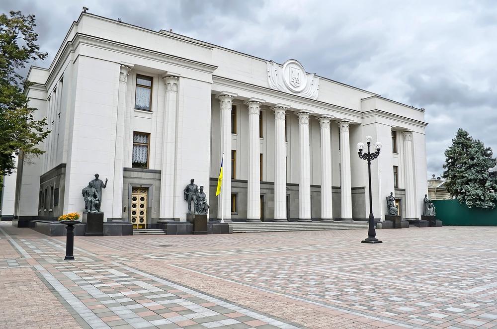В парламенте начались слушания о внесении правок в Конституцию