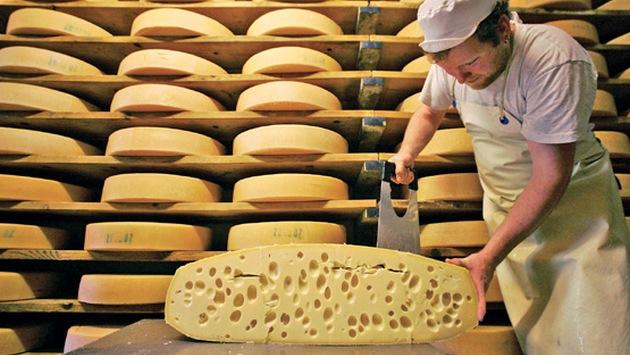 В Крым запретили поставлять украинский сыр