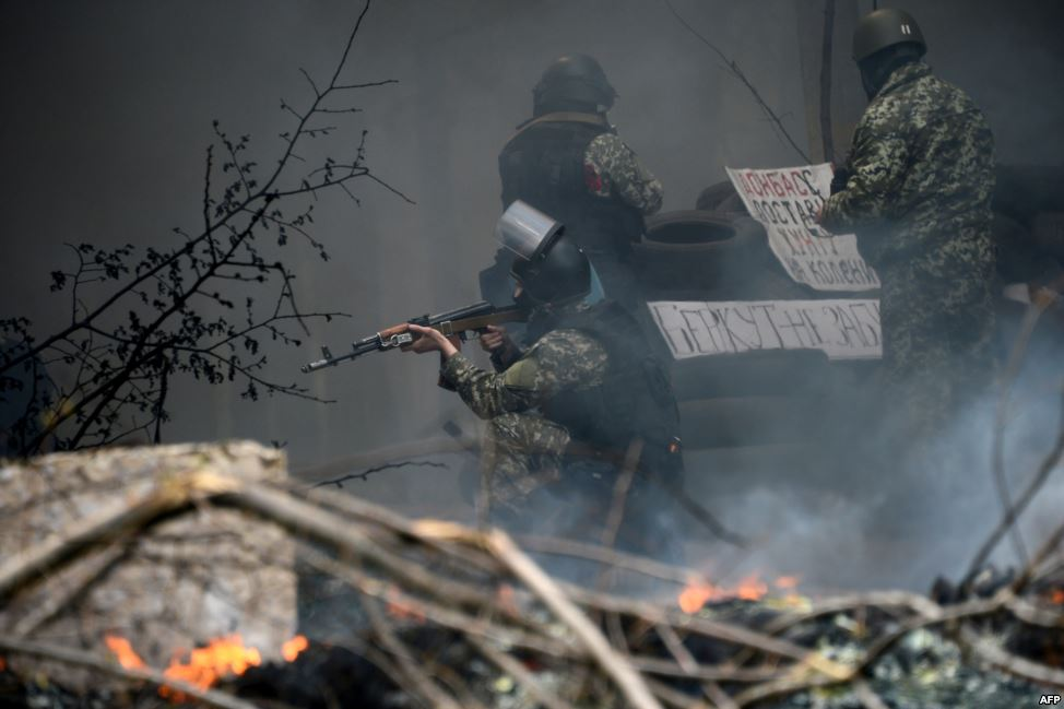 Российские фондовые индексы  снизились из-за танков на границе с Украиной