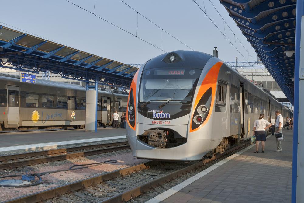 Под Харьковом поломался пассажирский поезд Hyundai