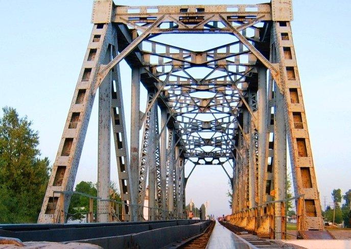 В Полтавской области заминировали железнодорожный мост