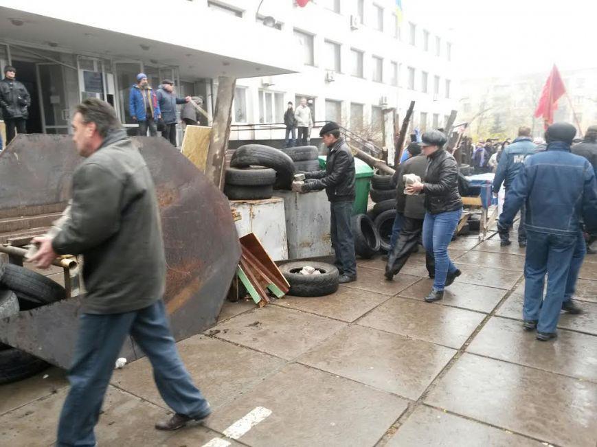 Штурм воинской части в  Мариуполе. Ранены 10 человек