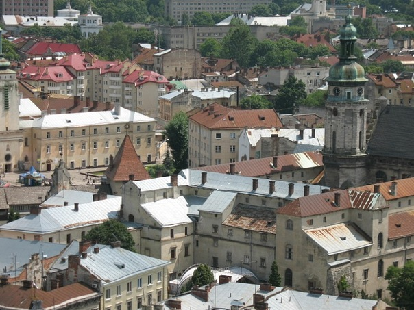 Львовский облсовет призывает отказаться от массовых акций 1 и 9 мая