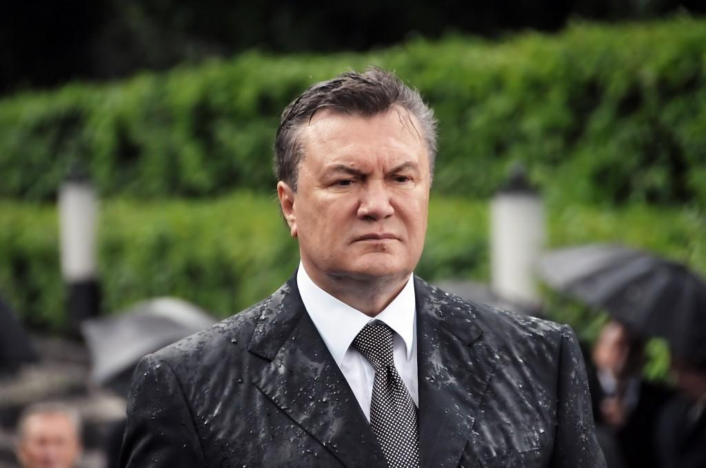 В Швейцарии заморозили банковские активы Януковича и  Семьи