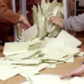 В Красном Луче захватывают избирательную комиссию