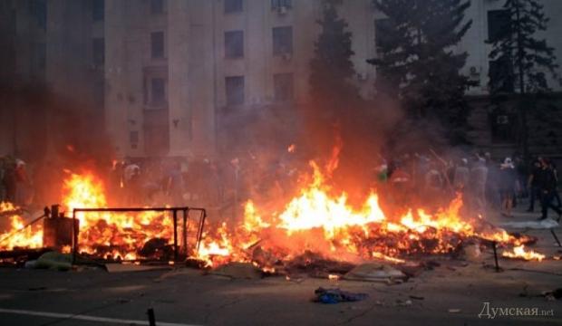 В Одессе горит Дом профсоюзов