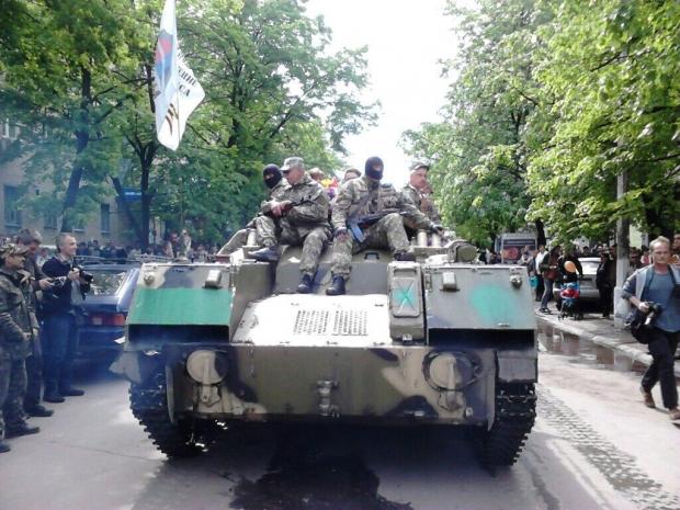Сепаратисты проводят парад в Славянске