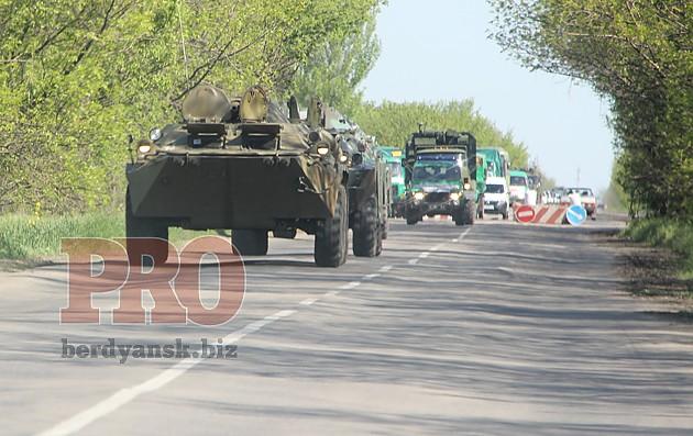 Колонна военной техники зашла в Бердянск
