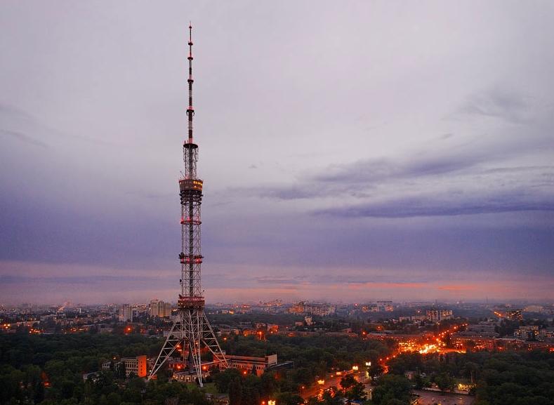 В Киеве горят кабели в тоннеле телебашни