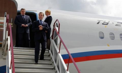 Медведев прилетел в аннексированный Крым