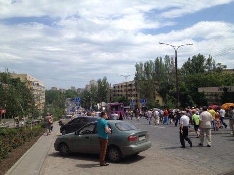 Сепаратисты подошли к воротам резиденции Ахметова. Фото