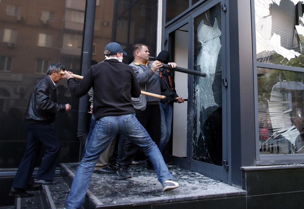 Бандиты напали на бизнес-центр в Стаханове