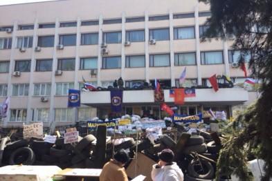 В Мариуполе сепаратисты захватили горсовет. Видео