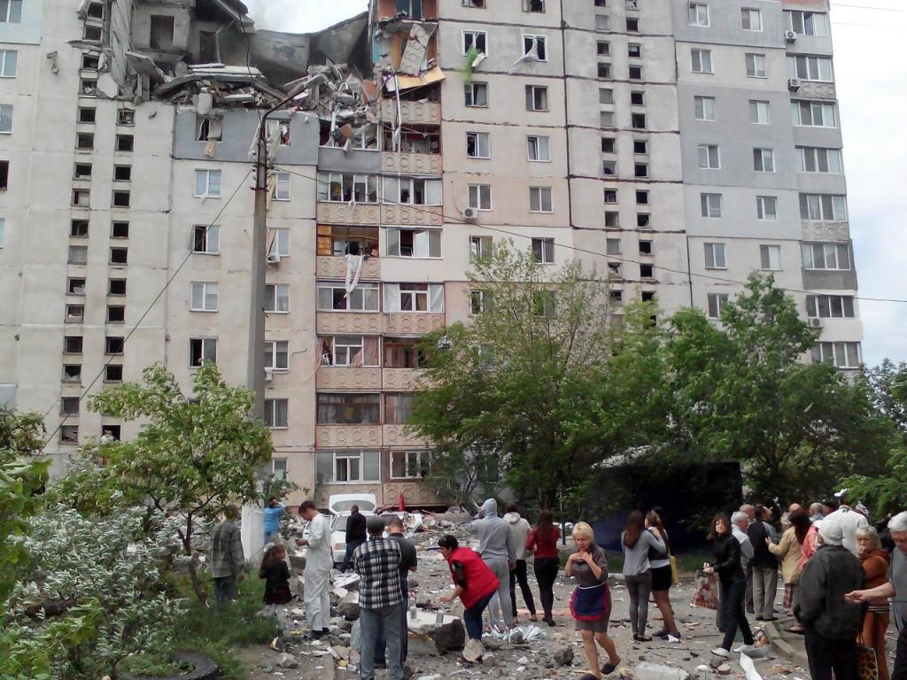 Порошенко: Причиной взрыва в жилом доме мог быть теракт. Видео