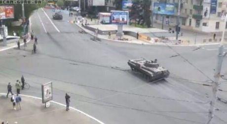 Мариуполь: стрельба, танки в центре города, есть раненые