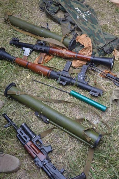 Экс-главу СБУ обвиняют в поставках оружия террористам