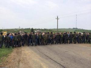 Жители Славянска пытаются блокировать десантников