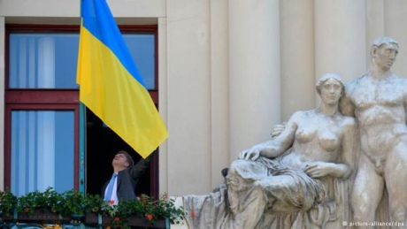 Над мэрией Праги подняли украинский флаг