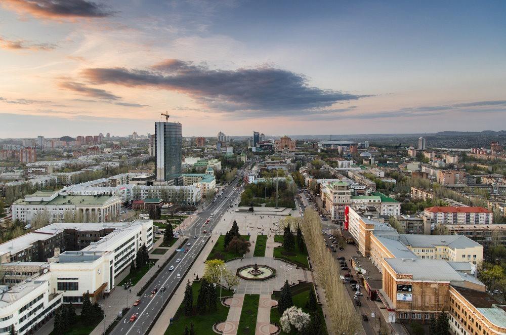 В Донецке прекратили вещание большинство телеканалов и радиостанций