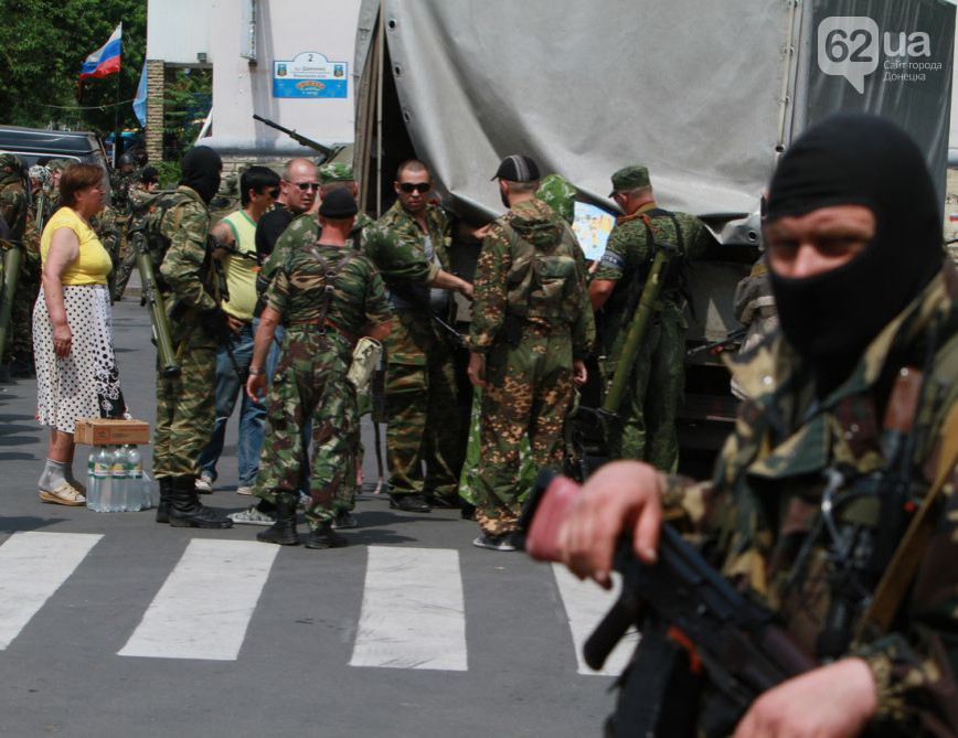 В Луганске захватили воинскую часть