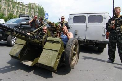 Террористы штурмуют тюрьмы на Донбассе
