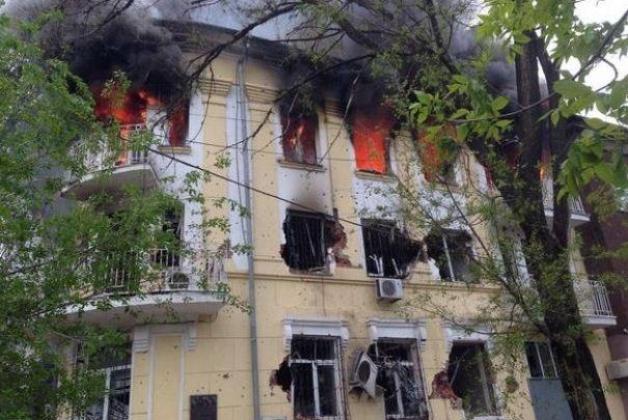 В центре Мариуполя - взрывы и выстрелы (ФОТО)