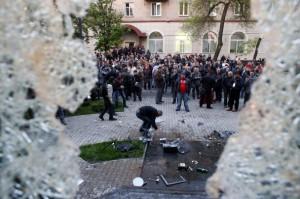 Около 40 боевиков захватили предприятие в Луганской области