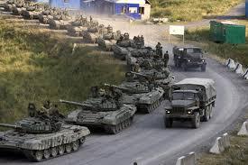 Россия стягивает войска: возле Калуги стоит 15-километровая колонна БТРов